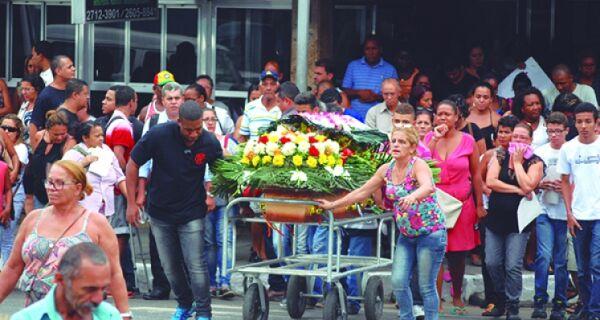 Cidade de luto: dia de comoção por Nivaldo