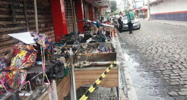 Incêndio destroi loja de roupas no centro de Cabo Frio