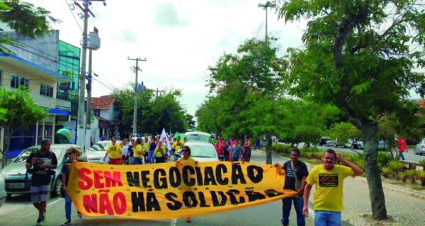 Educação vai às ruas protestar contra vereadores e governo