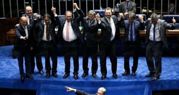 Por 55 votos a 22, impeachment passa no Senado e Dilma é afastada por até 180 dias