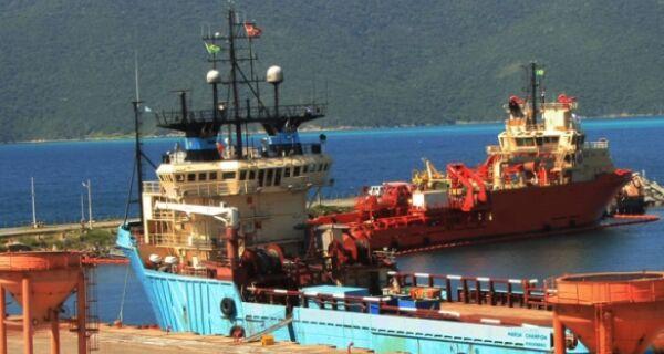 Porto do Forno vai à Justiça para acabar com suspensão