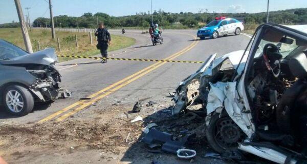 Acidente deixa três feridos na Estrada Velha de Búzios