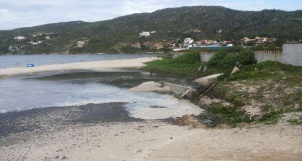 No Dia do Meio Ambiente, moradores de Arraial denunciam novo despejo de esgoto na Praia dos Anjos
