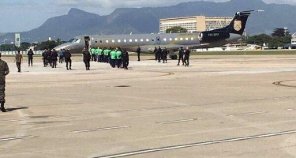 Sob forte esquema de segurança, Chico e Cadu são transferidos para longe do Rio