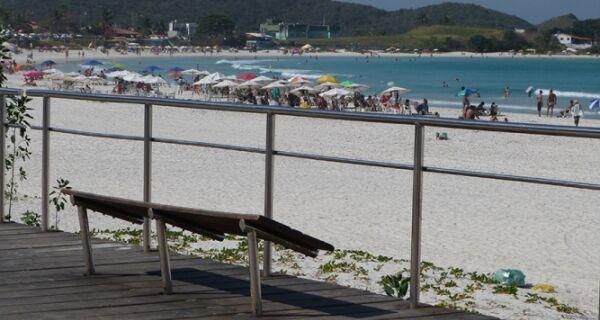 Orla da Praia do Forte tem um calçadão de problemas