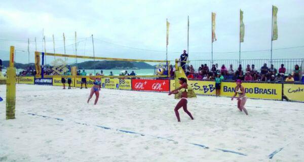 A bola vai subir na Praia do Forte