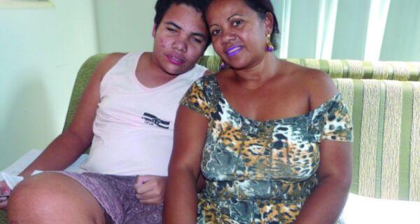 Depois de matéria da Folha, auxiliar de classe é readmitida na escola Alfredo Castro