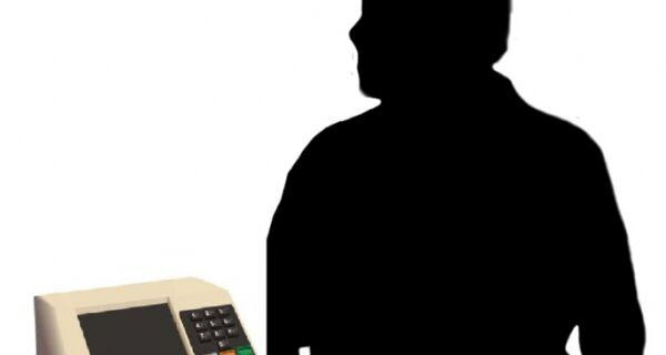Mesmo ausente da eleição, prefeito Alair Corrêa imprime digitais nas candidaturas de Cabo Frio