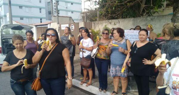 Servidores municipais cobram Justiça e Prefeitura por salários atrasados