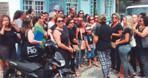 Com dois meses de salários atrasados, aposentados de Cabo Frio contam seus dramas