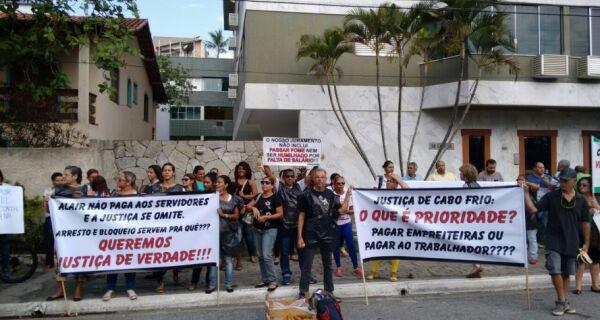 Manifestantes fazem protestos hoje na Praça Porto Rocha e no Fórum