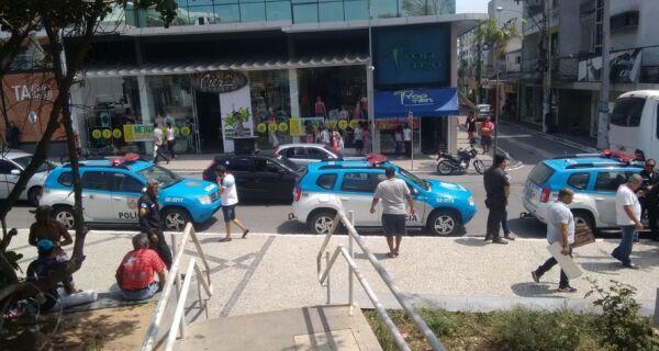 Polícia Militar desocupa coreto da Praça Porto Rocha