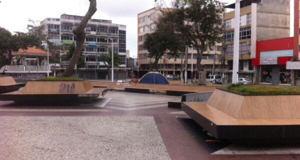 Jovens voltam a ocupar a Praça Porto Rocha