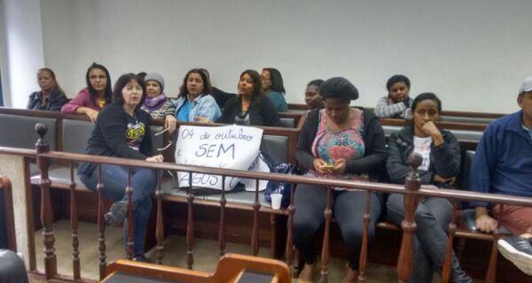 Sessão da Câmara é marcada por protestos