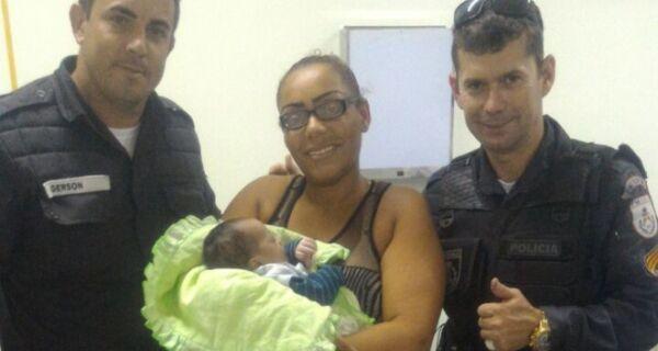 PMs salvam bebê que se sufocou durante amamentação em Cabo Frio