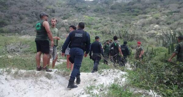 Operação desmonta acampamento irregular na Praia do Forno, em Arraial
