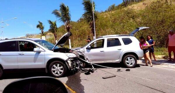 Acidente causa transtorno no trânsito em Arraial do Cabo