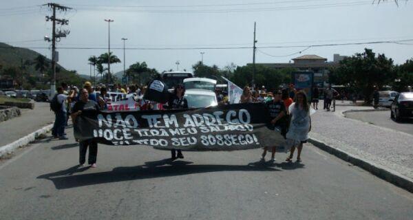 Servidores da Educação e Saúde de Cabo Frio fazem manifestação