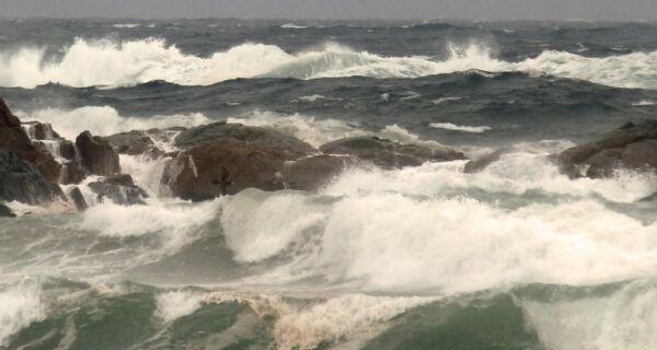 Alerta de ressaca na região põe autoridades em alerta