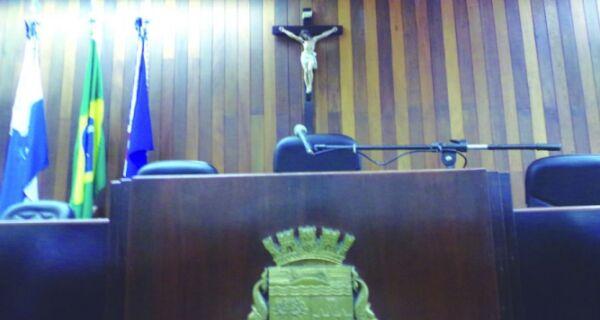 Cadeira da presidência da Câmara de Cabo Frio desperta cobiça