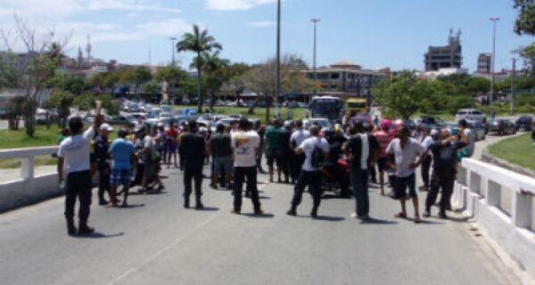 Guardas municipais fecham a ponte Feliciano Sodré