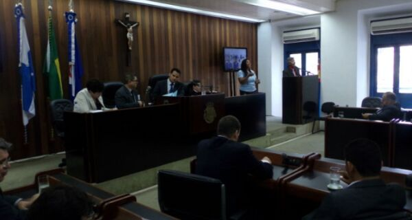 Marcello Corrêa volta a faltar e Câmara fica sem presidente