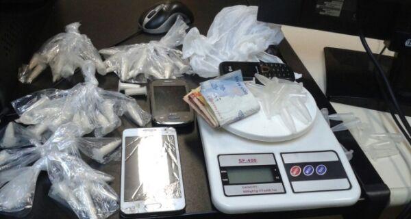 Polícia detém quatro com drogas e balança de precisão no Tangará, em Cabo Frio