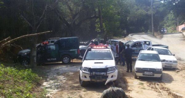Inea acaba com estacionamento irregular na Praia da Tartaruga