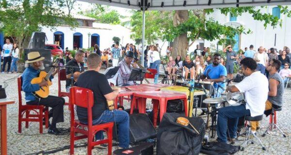 Moradores fazem petição por liberação do Santo Samba
