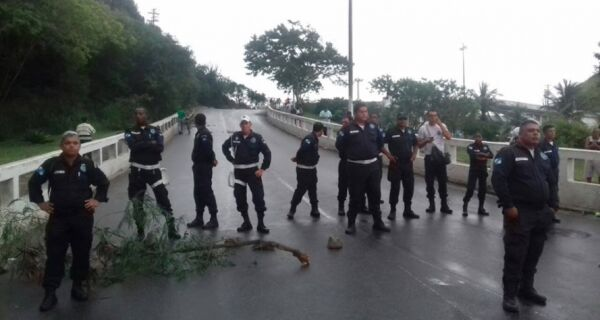Guardas protestam na Ponte Feliciano Sodré