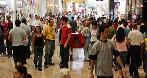 Fim de ano aumenta 2,6% intenção de consumo