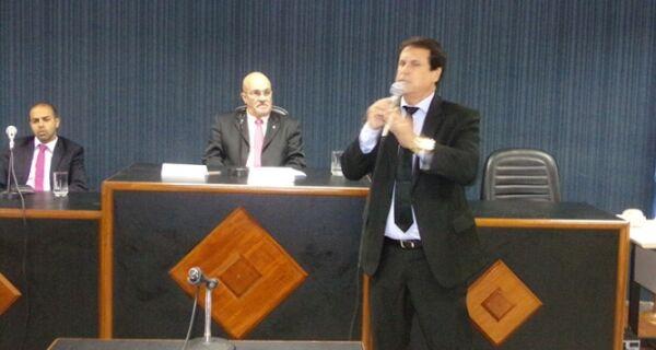 Marquinho Mendes é diplomado e pede pacto por reconstrução