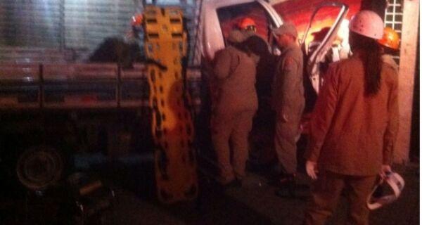 Caminhão desgovernado invade loja de roupas no Largo de Santo Antônio