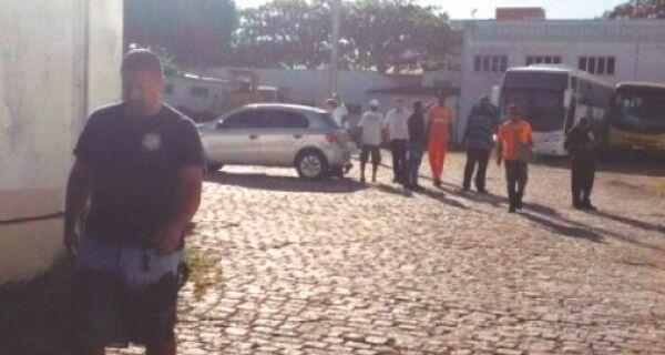Servidores acusam Alair Corrêa de agressão em tumulto