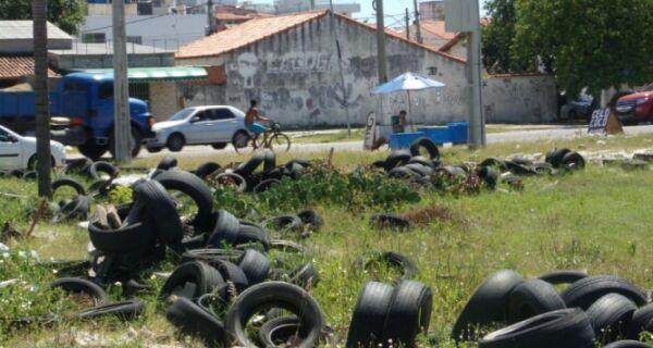 Pneus abandonados preocupam moradores do Manoel Corrêa
