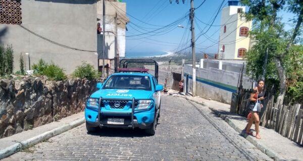 Polícia faz operação em morros de Arraial após ataque a DPO
