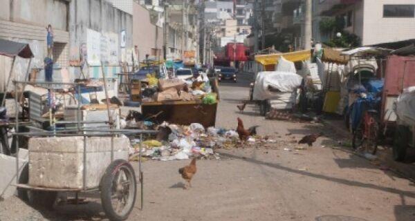 Buraco do Boi é cercado por lixo, mas Prefeitura recolhe imediatamente