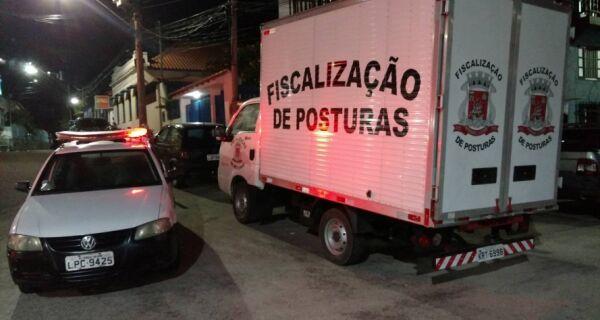 Operação na Praça do Cova, em Arraial, apreende seis carros em situação irregular
