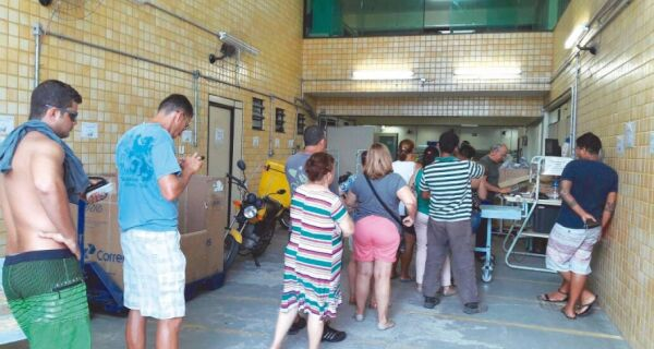 Confusão dos Correios enfurece clientes no depósito de Cabo Frio