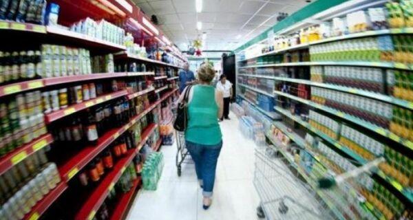 Pesquisa mostra falta de confiança do consumidor por conta da crise