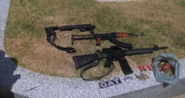 Em Búzios, Polícia Militar apreende fuzil e carabina