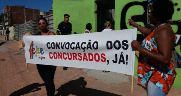 Aprovados em concurso protestam na Prefeitura de Arraial do Cabo
