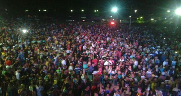 Carnaval em Tamoios reúne mais de 40 mil pessoas