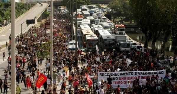 Protesto no Rio paralisa aulas na região nesta quarta (15)