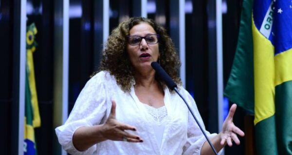 Entrevista Jandira Feghali: 'argumento é mentiroso'