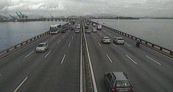 Ponte Rio-Niterói é bloqueada por assalto com reféns