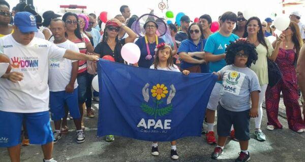 Apae realiza caminhada em Cabo Frio no Dia Internacional da Sindrome de Down