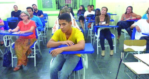 Comunidade escolar do Rui faz protesto contra decisão