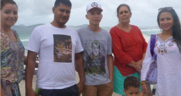 Tempo fechado não inibe movimento de turistas na praia