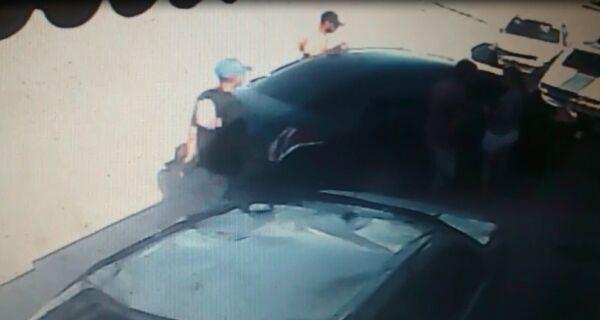 Câmeras flagram roubo de carro no Vinhateiro, em São Pedro